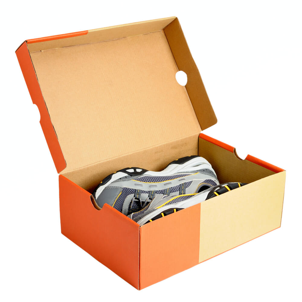 In thùng carton đựng giày thể thao tại quận 4
